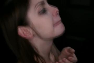Elle avale le sperme de 16 hommes - Glory Hole Swallow