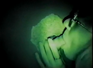 Le mari filme sa femme à lunette se faire baiser - Glory Hole Cuckold