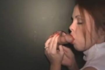Une amatrice se fait remplir la chatte par un inconnu - Glory hole creampie