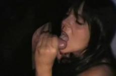 Une amatrice française suce des queues et se fait baiser - Glory hole fuck