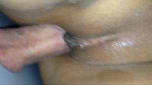 Elle est baisée par une bite avec un piercing - Glory hole creampie
