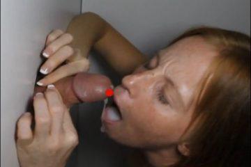 Jeunette de 18 ans suce, avale et s'amuse avec une BBC - Glory Hole