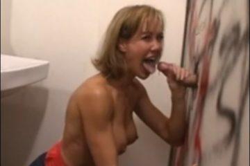 Mari cuckold regarde sa femme sucer un inconnu - Glory Hole