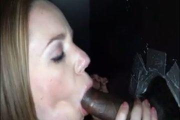Cette jeune femme suce et avale le sperme d'une grosse bite black gloryhole - Glory Hole