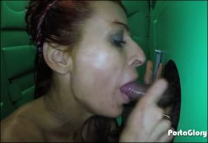 Video gloryhole d'une femme mature sexy qui suce la bite d'un inconnu - Glory Hole