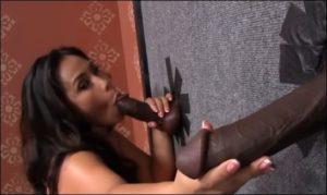 jessica-suce-deux-groses-bites-blacks-bbc-a-bangkok-glory-hole