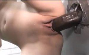 Enorme bite black en gloryhole et grosse creampie vaginale - Glory Hole