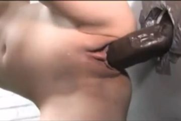 Enorme bite black en gloryhole et grosse creampie vaginale - Glory Hole