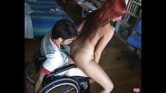 Femme salope baise avec un Handicapé