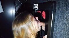 Femme blonde cochonne pompeuse de bite